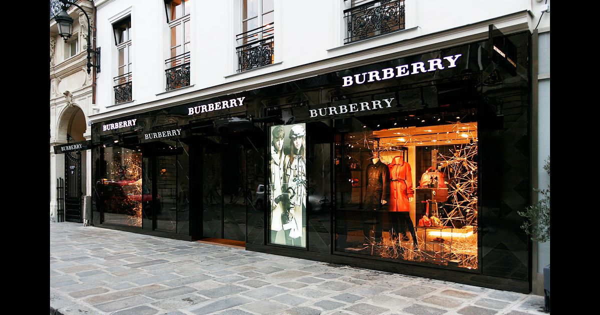 burberry store rue de faubourg saint honor paris puretrend. Black Bedroom Furniture Sets. Home Design Ideas