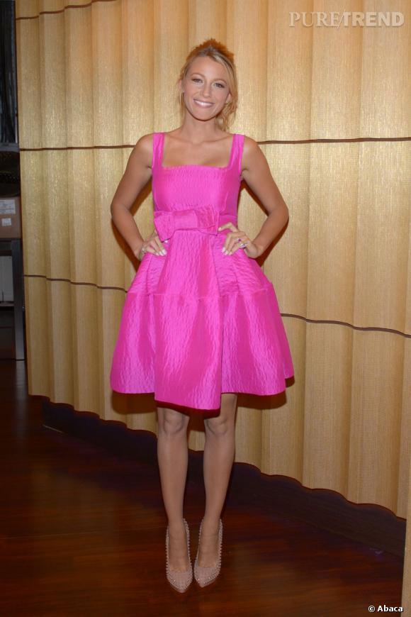 Blake Lively se la joue Barbie Pompadour dans une robe Lanvin.