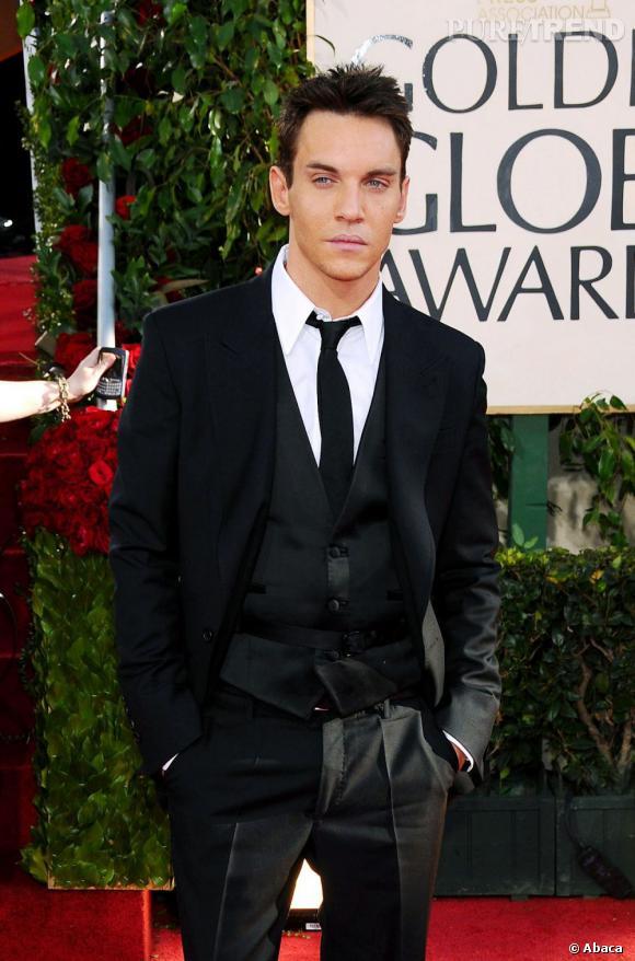 L'acteur Jonathan Rhys Meyers passera d'un sanguinaire à un autre en campant le rôle de Dracula dans la nouvelle série NBC.
