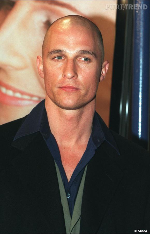 """Pour les besoins du film """"Le règne du feu"""" dans lequel il jouait un militaire, Matthew McConaughey a dû se raser à blanc."""