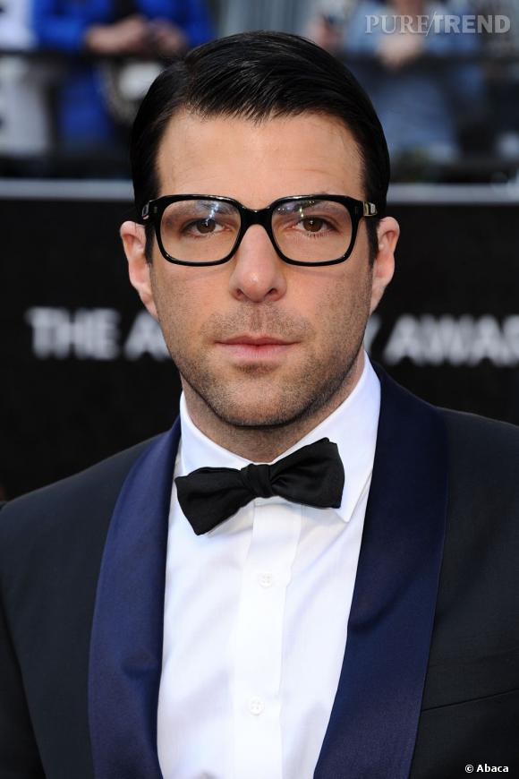 Zachary Quinto défend la cause homosexuelle et fait son coming out dans le New York Magazine en octobre 2011.