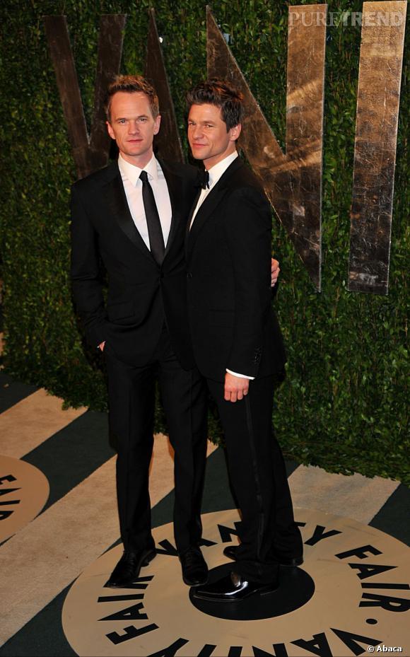 """Neil Patrick Harris a beau jouer les womanizer dans la série """"How I met Your mother"""", il est un père de famille heureux. C'est en 2006 qu'il fait son coming out dans le magazine People."""