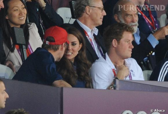 Le Prince Harry, visiblement lassé de tenir la chandelle...