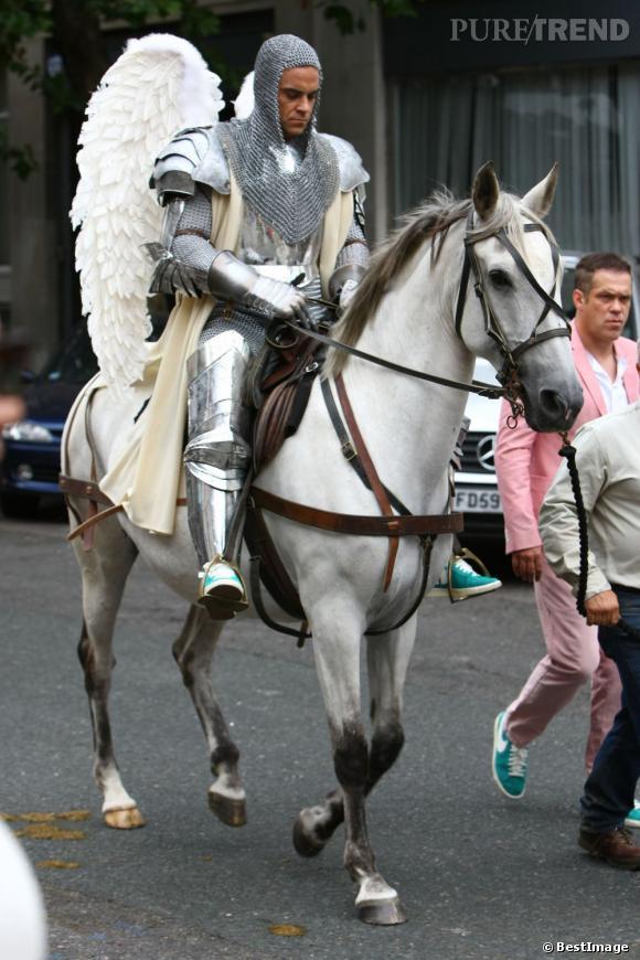 Robbie Williams, très à cheval pour son nouveau clip...