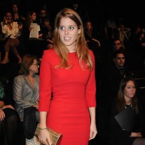 Le meilleur de Prince Beatrice : au défilé Elie Saab, la Princesse choisit une robe passion qui souligne sa taille de guêpe.