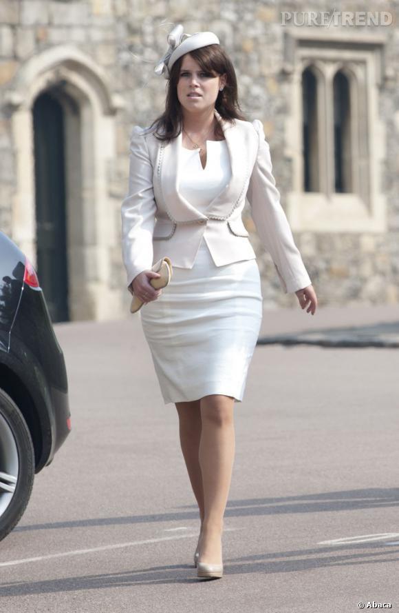 Le meilleur de la Princesse Eugenie  : Moulée dans un ensemble virginale, elle sculpte sa silhouette galbée. C'est beaucoup mieux !
