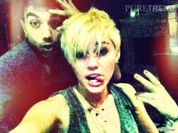 Coupe courte et langue pendante, Miley Cyrus joue la jeune fille rebelle. On y croit ?