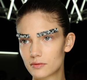 Tendance défilés : les sourcils bijoux