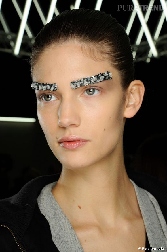 Tendance des défilés : zoom sur les sourcils bijoux Défilé Chanel automne-hiver 2012-2013