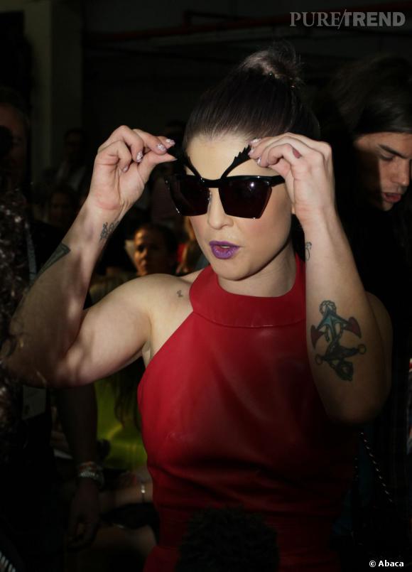 Kelly Osbourne se lance à nouveau dans la mode ! On imagine déjà les accessoires loufoques et les couleurs vives.