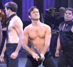 Joseph Gordon Levitt : un strip-tease très sexy pour parodier Magic Mike