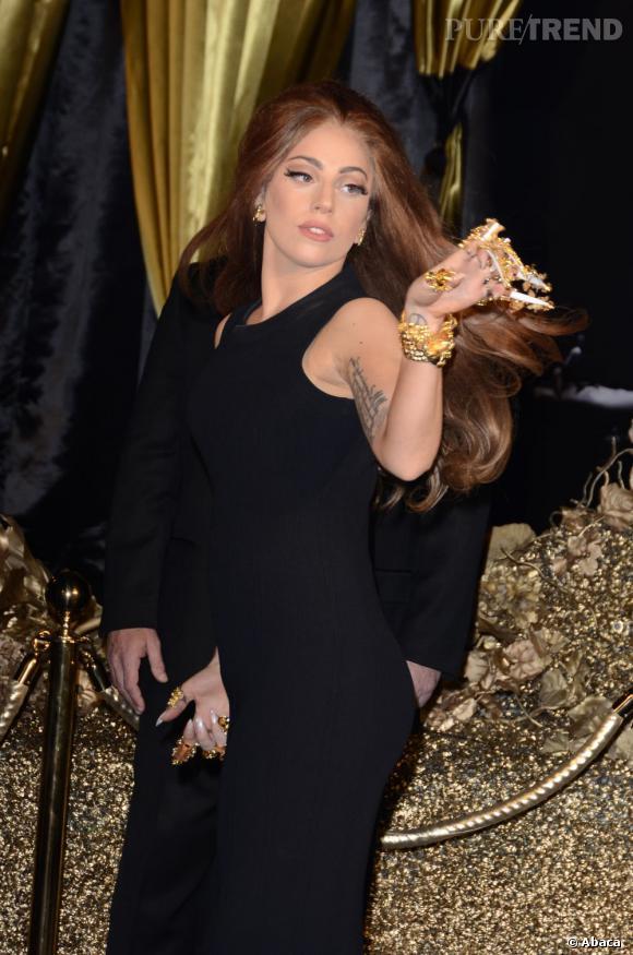 Lady Gaga lors du lancement de son nouveau parfum chez Harrods à Londres.