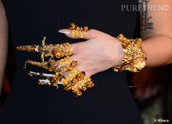 Le bijou de main aux inspirations thaïlandaises de Lady Gaga.