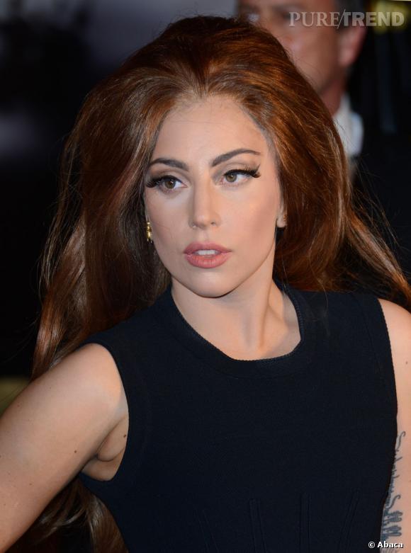 Lady Gaga est désormais rousse.