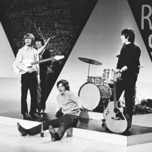 """Les Stones apparaissent pour la première fois à la télévision en 1946 dans l'émission """"Thank your luck stars""""."""