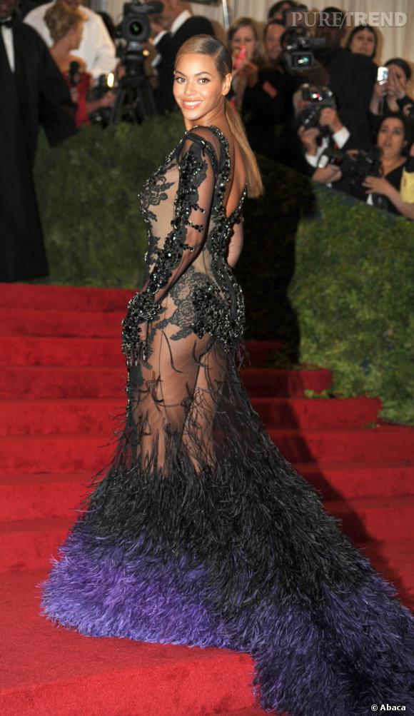 Les fesses de Beyonce sont mondialement célèbres, c'est un fait. Le premier à en être fière est Jay-Z, qui a récemment créé le buzz en les claquant sur scène. Classe.