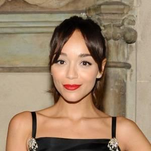 Et quel meilleur maquillage pour accompagner cette tenue qu'une bouche rouge glamour ?