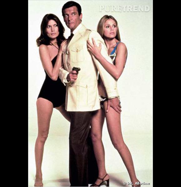 Film : L'homme au pistolet d'or.   Qui ? Britt Ekland, Maud Adams et Roger Moore.   Année : 1974.