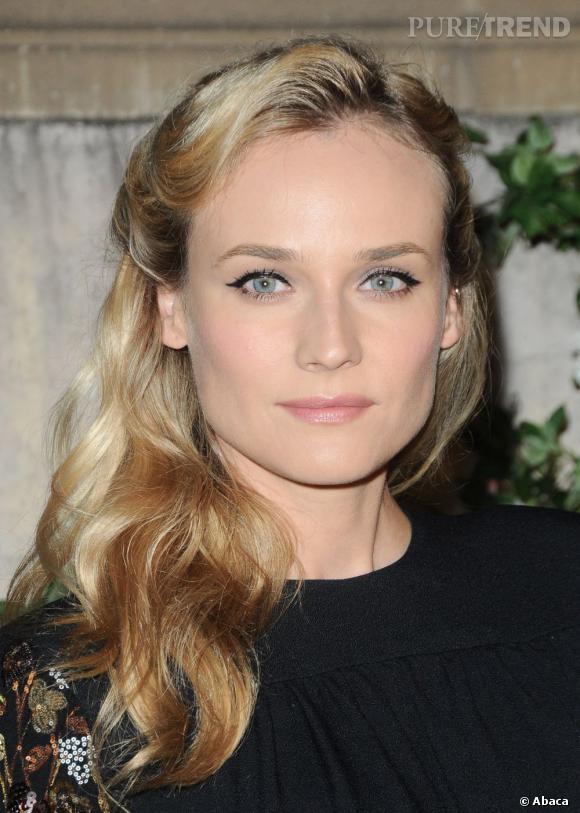 Avec Diane Kruger, tout est dans le détail, comme ce trait d'eyeliner qui souligne son regard. Le teint est parfait, la chevelure ramenée sur le côté et coiffée en une demi-queue de cheval.