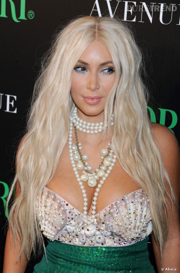Kim Kardsahian se mettra-t-elle prochainement au blond ?