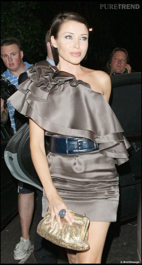 Dannii Minogue craque pour le Hermione doré en harmonie avec sa tenue.