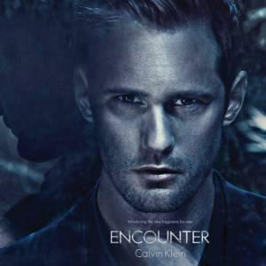 Alexander Skarsgard nous a montré tout son sex appeal dans la campagne pour le parfum Encounter de Calvin Klein.