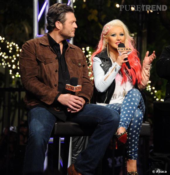 Christina Aguilera a participé à l'émission Extra. Elle portait pour l'occasion un jean bleu étoilé.