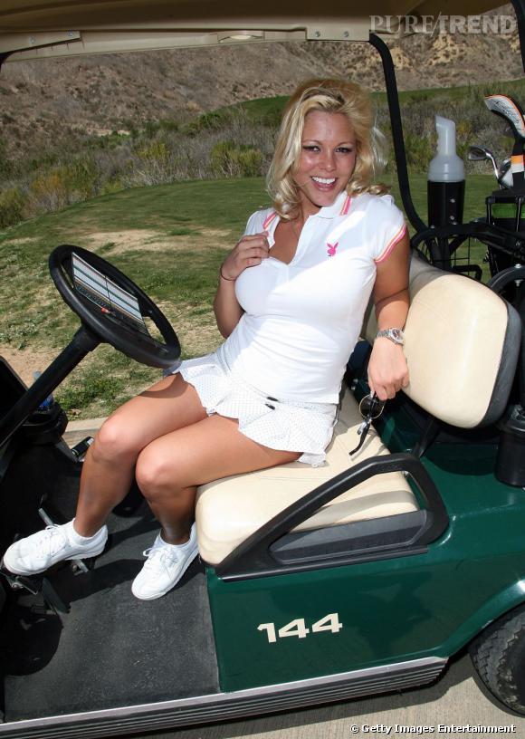 En 2001, il fait du golf avec Stephanie Heinrich.