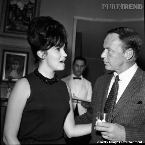 Au cours de sa carrière amoureuse, il s'affiche aux côtés de la playmate Joyce Nizzari ici avec Frank Sinatra.