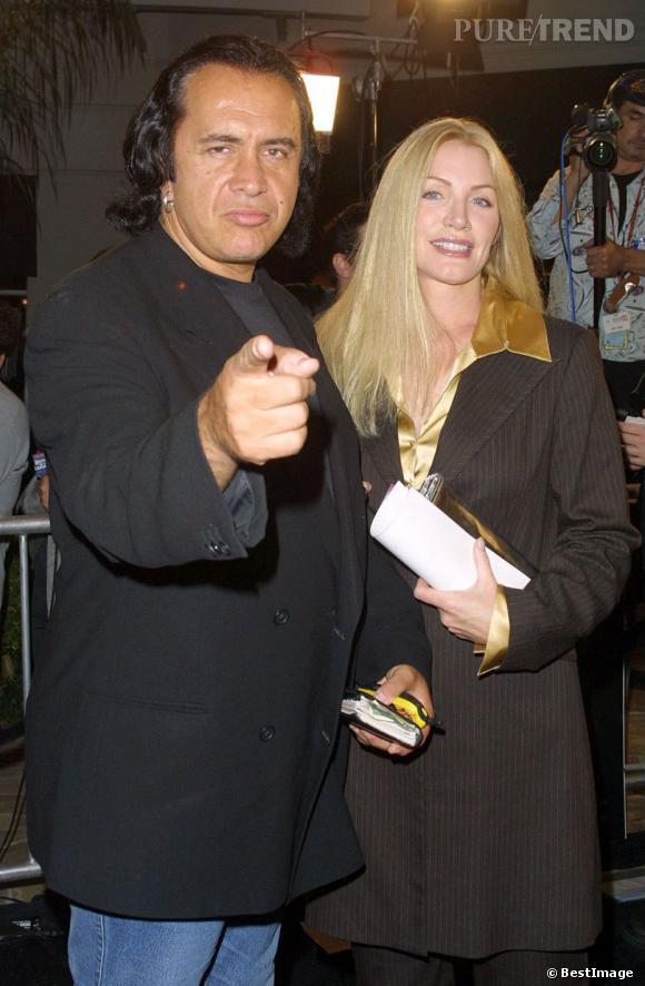 Si dans les années 2000, Shannon Tweed s'affiche avec Gene Simmons, elle entretient une relation avec Hugh de 1981 à 1983.