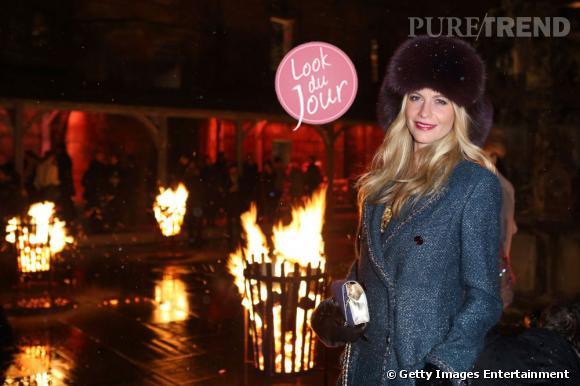 Poppy Delevingne, gravure de mode au défilé Métier d'Art de Chanel en Écosse.