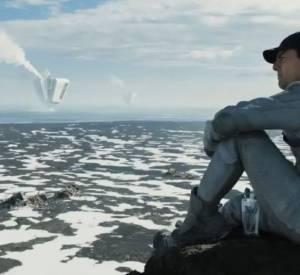 """Dans """"Oblivion"""", Tom Cruise passe ses journées à débarasser la Terre de ces derniers restes extra-terrestres."""