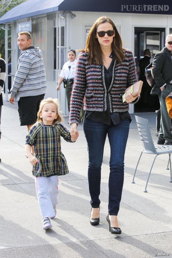 Jennifer Garner, maman fashion et attentionnée : sa petite fille a elle aussi droit à ses rayures.