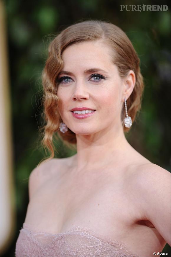 Amy Adams rejoue une nouvelle fois la carte du rétro aux Golden Globes.