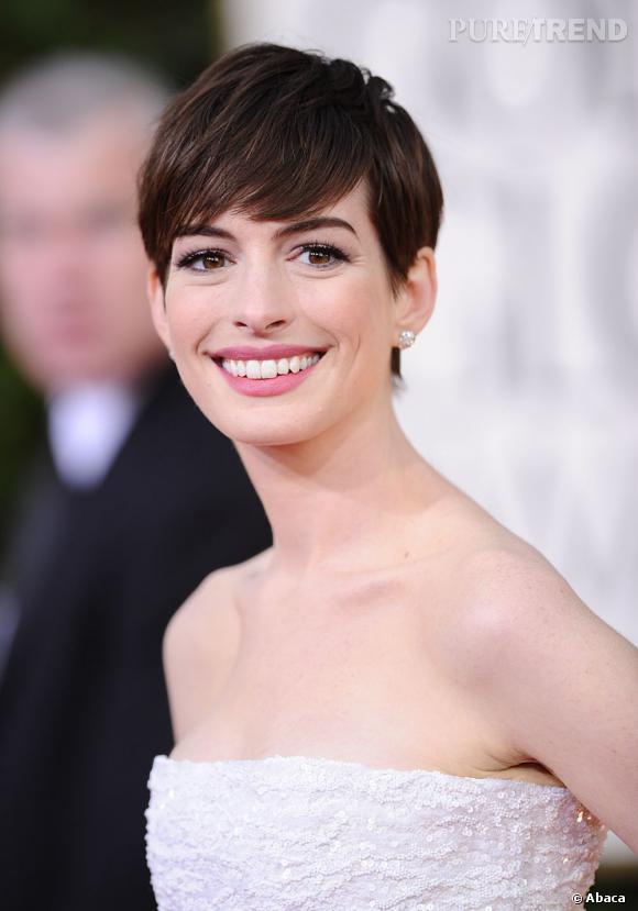Sacrée Meilleure actrice dans un second rôle aux Golden Globes 2013, Anne Hathaway a une nouvelle fois prouvé que la coupe garçonne (méchée) lui allait comme un gant.