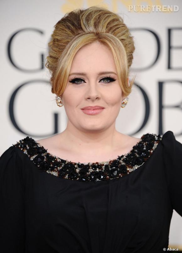 Les coiffures des Golden Globes 2013 : Fidèle à son image rétro, la chanteuse Adele a opté pour un chignon XXL.