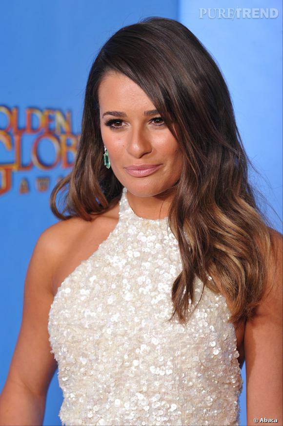 """Lea Michele aux Golden Globes 2013 : L'actrice de """"Glee"""" a fait dans la simplicité avec un brushing légèrement ondulé sur les longueurs."""