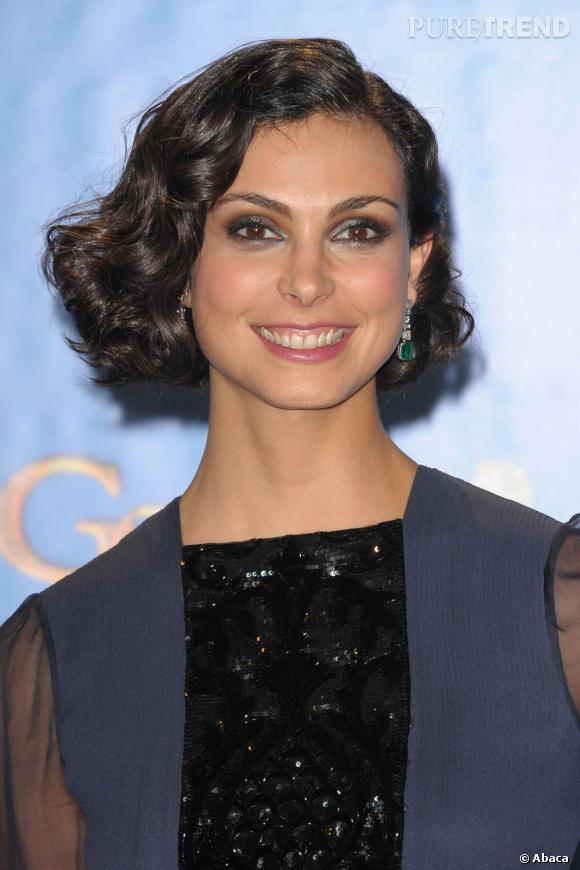 """Les coiffures des Golden Globes 2013 : Morena Baccarin, au casting de la série """"Homeland"""", a opté pour un chignon cranté qui la vieillit de 10 ans."""