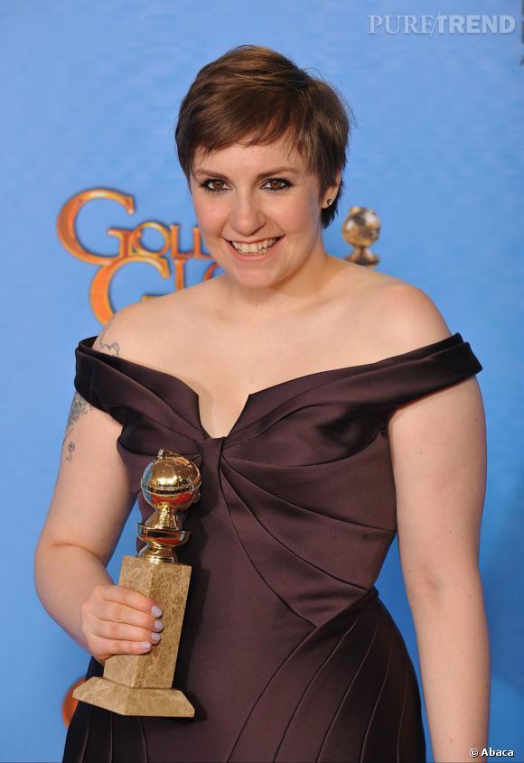 Lena Dunham aux Golden Globes 2013 : On persiste, la coupe garçonne ne va pas à tout le monde.