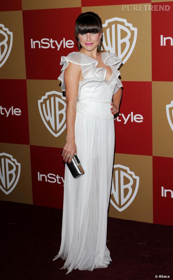 Sophia Bush nous déçoit avec une robe blanche au look dépassé.
