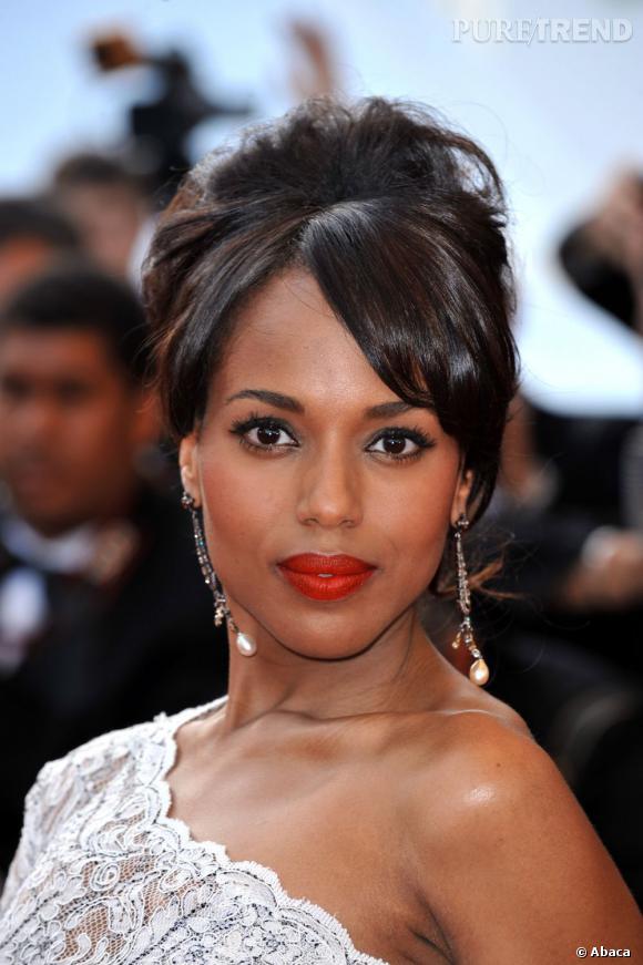 Les plus belles coiffures de Kerry Washington : L'actrice se fait ultra-classe avec un chignon haut et crêpé très élégant.