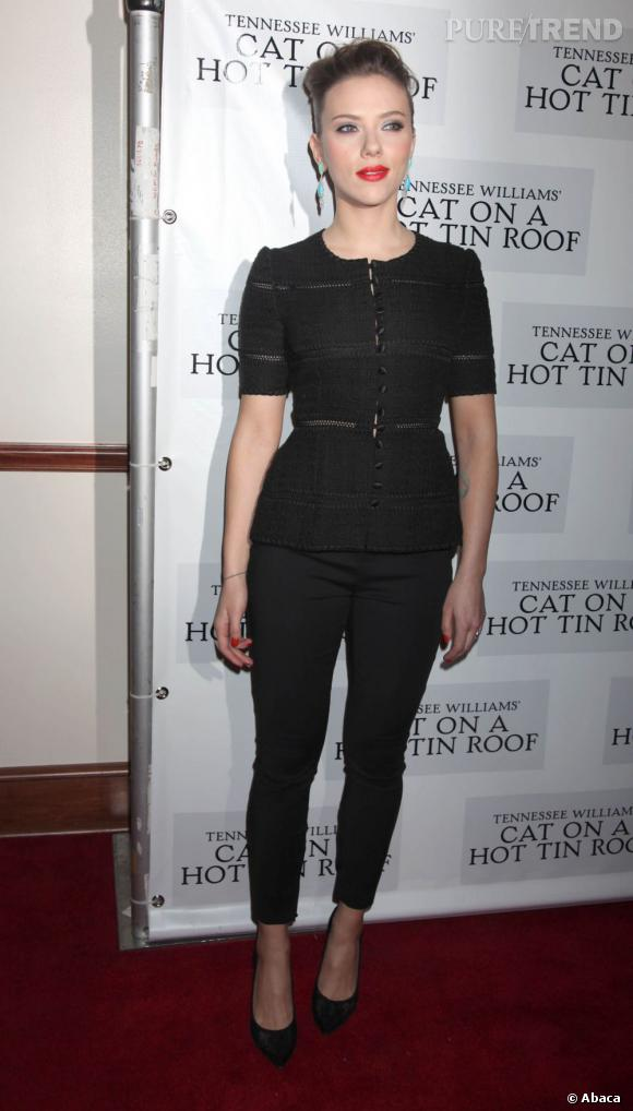 """Scarlett Johansson à la première de """"Une chatte sur un toit brûlant"""" à Broadway."""