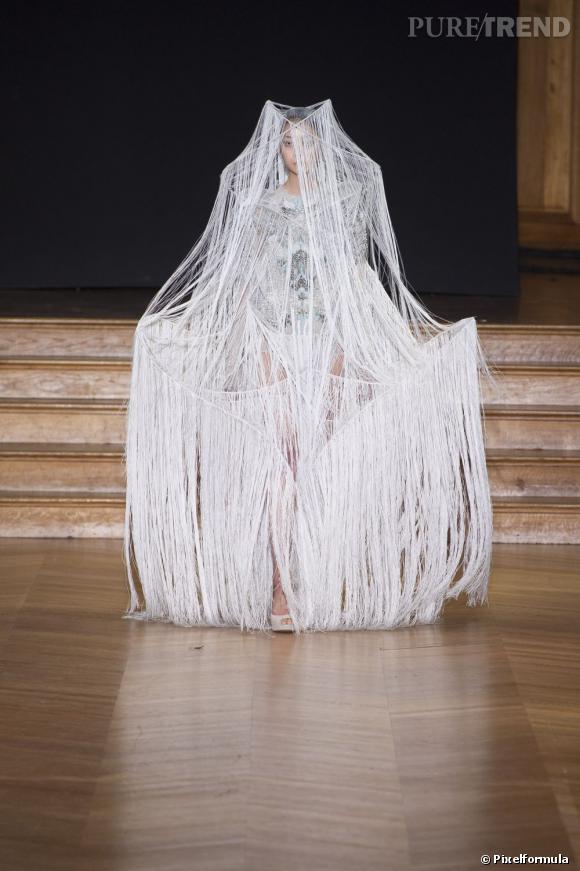 La robe de mariée Haute Couture Printemps-Eté 2013 !    Défilé Yiqing Yin, Haute Couture