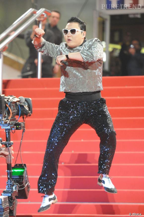 """Psy profite de la soirée pour mettre les points sur les """"i"""". Son nom est """"Psaï"""" pas """"Psi""""."""