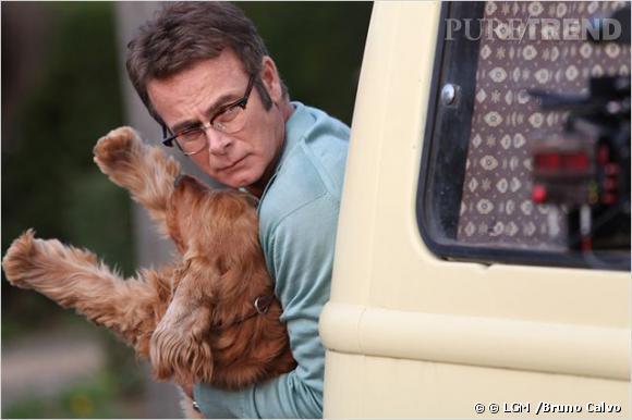 """C'est le chien Bill de """"Boule et Bill"""" qui est venu remettre le prix de la """"Révélation fracophone de l'année"""" à Tal. Accompagné de Franck Dubosc."""