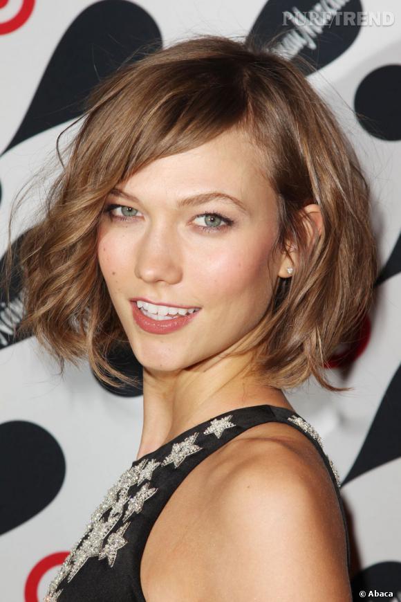 Le carré de Karlie Kloss érigé en tant que coiffure de l'année.