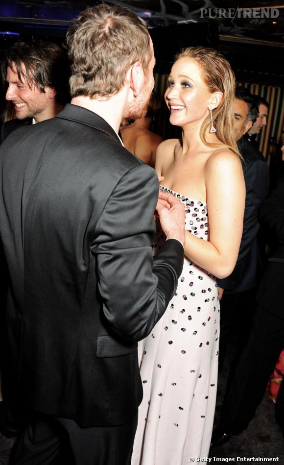 Jennifer Lawrence et Michael Fassbender flirtent à l'after party des BAFTA 2013 à Londres le 10 février.