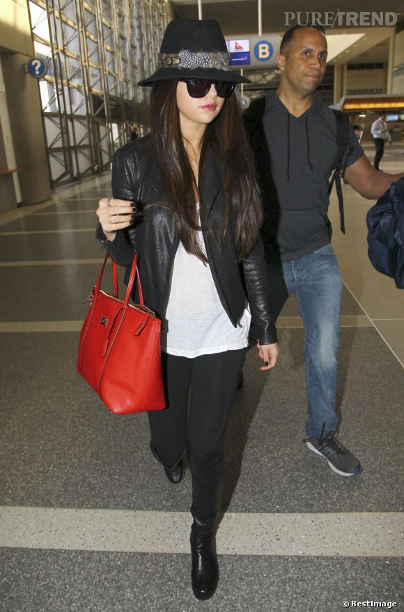 Selena Gomez à l'aéroport de LAX avant de s'envoler pour Paris.