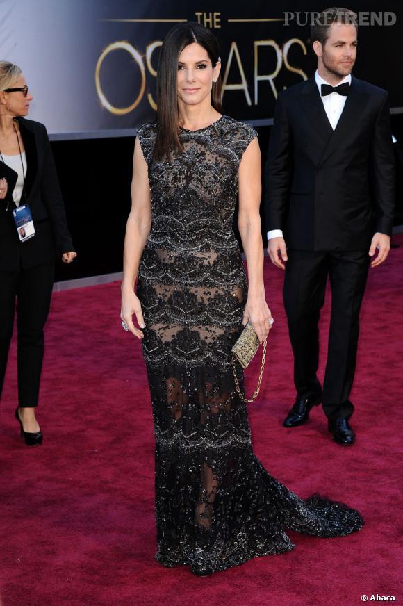Sandra Bullock aux Oscars 2013 en Elie Saab.