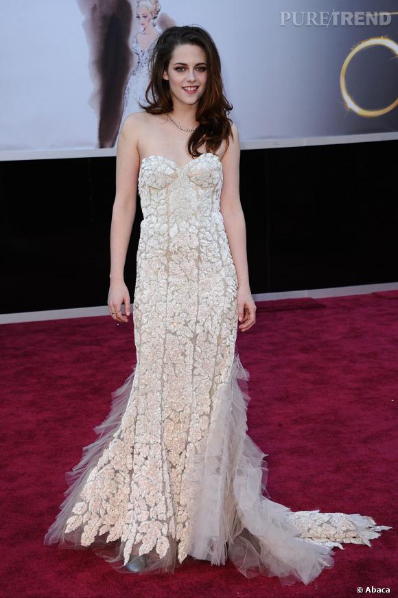 Kristen Stewart aux Oscars 2013 en Reem Acra.
